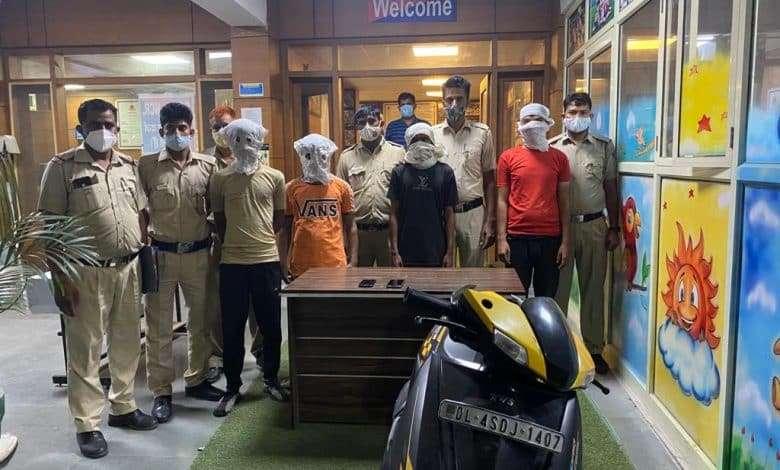 थाना विकास पुरी: पुलिस ने किया तीन लुटेरों को गिरफ्तार