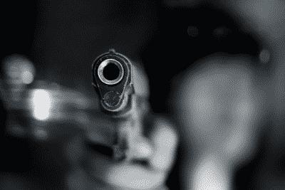 लड़की के गर्दन में लगी गोली निकाली