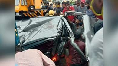 truck overturned and fell on van in Wazirabad